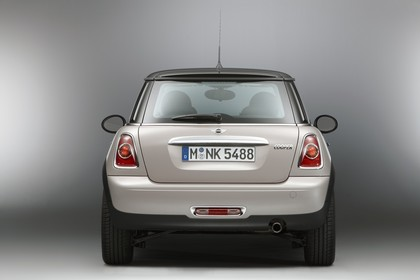 Mini Mini Dreitürer R56 Studio Aussenansicht Heck statisch weiß