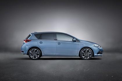 Toyota Auris Hybrid Schrägheck E18 Aussenansicht Seite statisch Studio blau