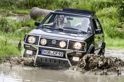 VW Golf 2 Country Aussenansicht Front dynamisch schwarz