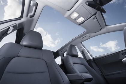 Toyota Auris Touring Sports E18 Innenansicht statisch Vordersitze und Panoramadach