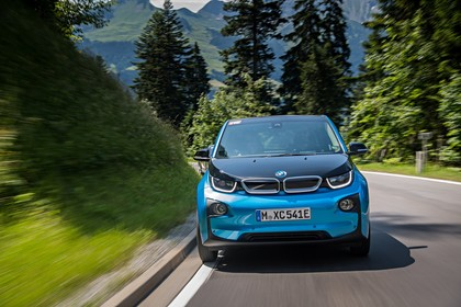 BMW i3 Aussenansicht Front dynamisch blau