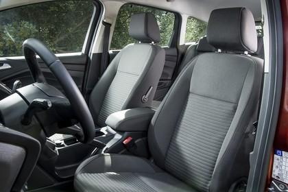 Ford C-MAX Innenansicht Lenkrad und Vordersitze