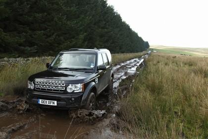 Land Rover Discovery 3/4 Aussenansicht Front schräg dynamisch grün