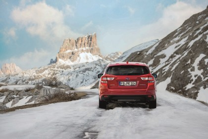 Subaru Impreza G4 Aussenansicht Heck statisch rot