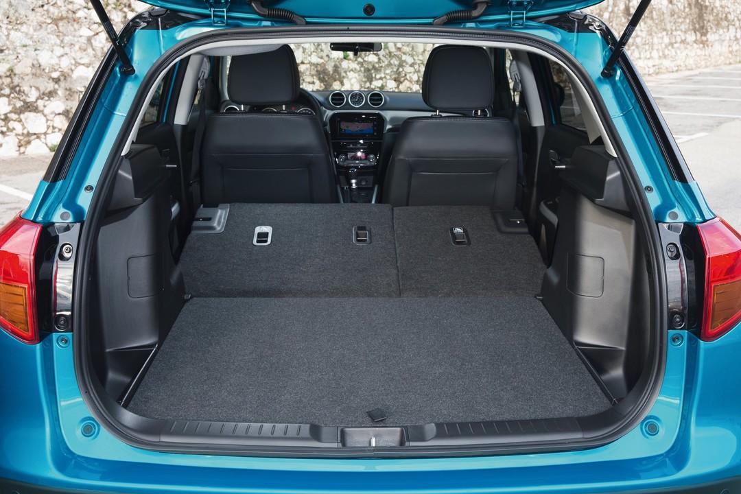 Suzuki Vitara 2 LY Innenansicht Kofferraum Rucksitze Umgeklappt