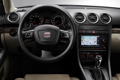 SEAT Exeo ST 3R Facelift Innenansicht statisch Studio Vordersitze und Armaturenbrett fahrerseitig