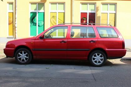 VW Golf 3 Variant 1H Aussenansicht Seite statisch rot