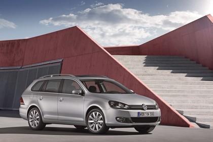 VW Golf 6 Variant Aussenansicht Front schräg statisch Silber