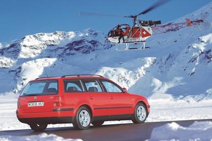 VW Passat Variant B5 Aussenansicht Heck schräg statisch rot