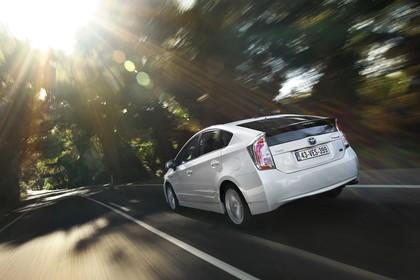 Toyota Prius ZVW30 Facelift Aussenansicht Heck schräg dynamisch weiss