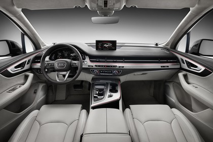 Audi Q7 4M Innenansicht Fahrerposition Studio statisch grau