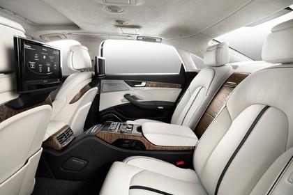 Audi A8 D4 Innenansicht Rücksitzbank Studio statisch beige