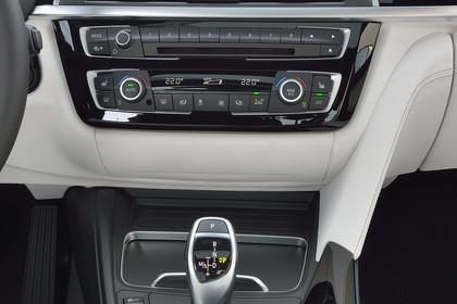BMW 3er Limousine F30 Innenansicht Mittelkonsole Automatik statisch beige