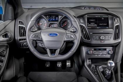 Ford Focus RS DYB-RS Innenansicht statisch Fahrersitz und Armaturenbrett fahrerseitig