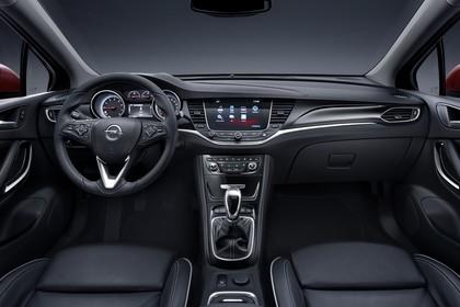 Opel Astra K 5türer Innenansicht mittig 6Gang statisch schwarz