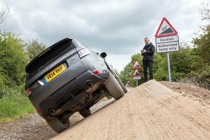 Land Rover Range Rover Sport LW Aussenansicht Heck statisch grau
