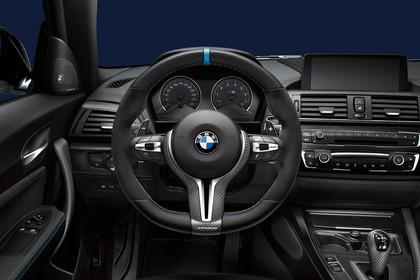 BMW 2er M2 Coupe F87 Innenansicht Fahrerposition Studio statisch schwarz