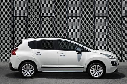 Peugeot 3008 HYbrid4 Aussenansicht Seite statisch weiss