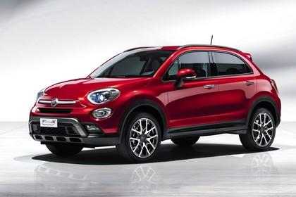 Fiat 500X Aussenansicht Seite schräg statisch Studio rot