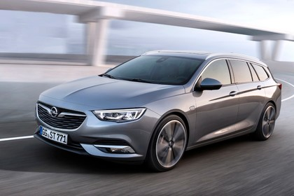 Opel Insignia B Sports Tourer Aussenansicht Front schräg dynamisch silber