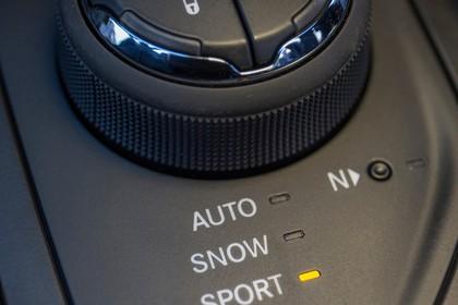 Jeep Cherokee KL Innenansicht Detail Fahrmodus Mittelkonsole statisch