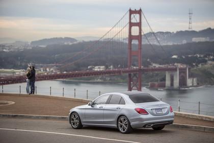 Mercedes C-Klasse W205 Aussenansicht Heck schräg dynamisch silber