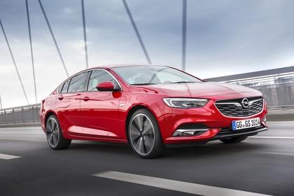 Opel Insignia B Grand Sport Aussenansicht Front schräg dynamisch rot