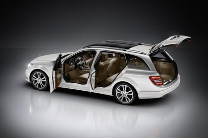 Mercedes-Benz C-Klasse T-Modell S204 MoPf Aussenansicht Seite schräg erhöht statisch Studio weiss