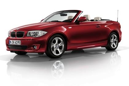 BMW 1er Cabriolet E88 LCI Aussenansicht Front schräg statisch Studio rot