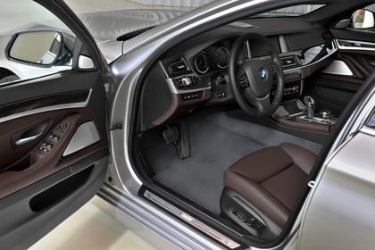 BMW 5er Touring F11 Innenansicht Einstieg Fahrerposition statisch dunkelbraun