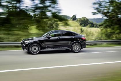 Mercedes-AMG GLC 43 4MATIC Coupé C253 Aussenansicht Seite schräg dynamisch schwarz