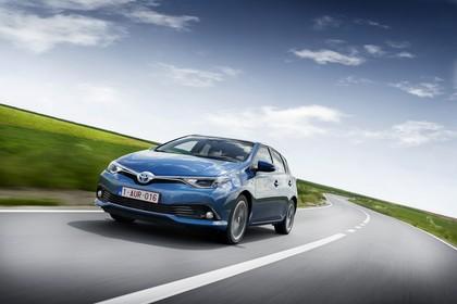 Toyota Auris Hybrid Schrägheck E18 Aussenansicht Front schräg dynamisch blau