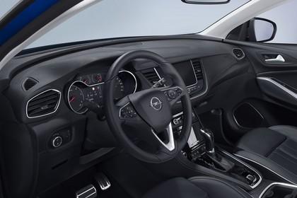 Opel Grandland X Z Innenansicht statisch Studio Vordersitze und Armaturenbrett fahrerseitig