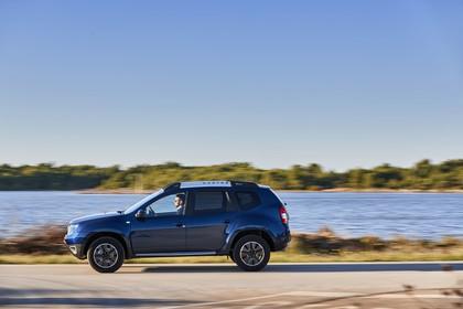 Dacia Duster SD Aussenansicht Seite dynamisch dunkelblau