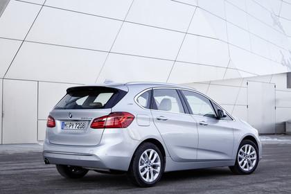 BMW 2er Active Tourer Aussenansicht Heck schräg statisch silber