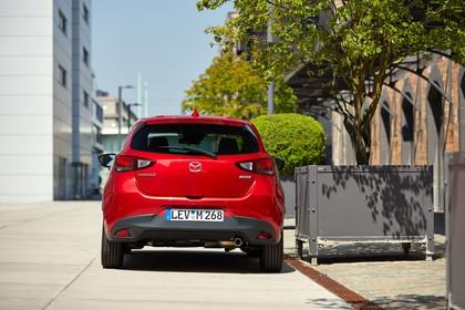 Mazda 2 DJ Aussenansicht Heck statisch rot
