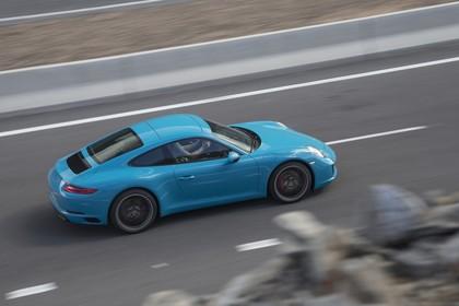 Porsche 911 Carrera S 991.2 Aussenansicht Seite schräg dynamisch blau
