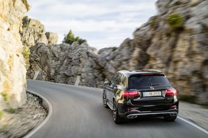 Mercedes-AMG GLC 43 4MATIC X253 Aussenansicht Heck schräg dynamisch schwarz