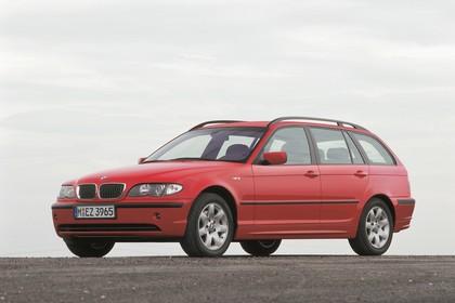 BMW 3er Touring E46 LCI Aussenansicht Front schräg statisch rot