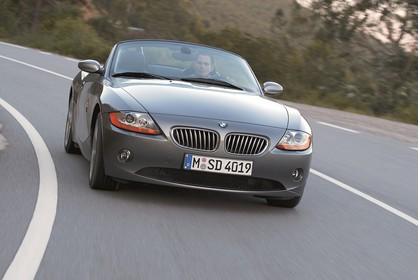 BMW Z4 Roadster E85 Aussenansicht Front schräg dynamisch grau
