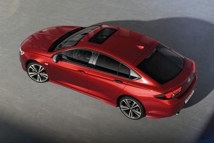 Opel Insignia B Grand Sport Aussenansicht Seite Vogelperspektive statisch rot