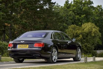 Bentley Flying Spur Aussenansicht Heck schräg statisch schwarz