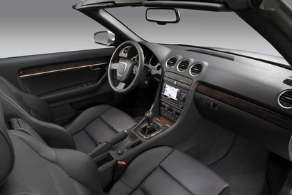 Audi A4 Cabrio B7 Studio Innenansicht Beifahrerposition statisch schwarz