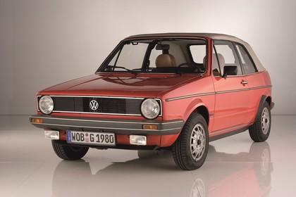 VW Golf 1 Cabrio Studio Aussenansicht Front schräg statisch rot