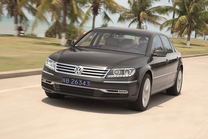 VW Phaeton 3D Facelift Aussenansicht Front schräg dynamisch grau