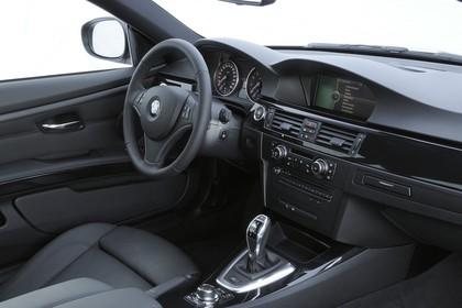 BMW 3er Coupé E92 LCI Innenansicht statisch Studio Vordersitze und Armaturenbrett beifahrerseitig