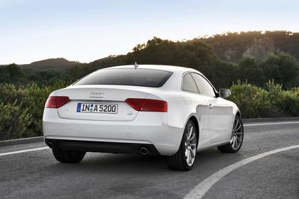 Audi A5 Coupe Aussenansicht Heck dynamisch weiss