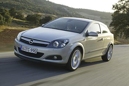 Opel Astra J GTC Aussenansicht  Front schräg dynamisch silber