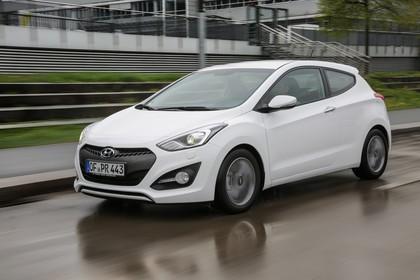 Hyundai i30 Coupe GD Aussenansicht Front schräg dynamisch weiss