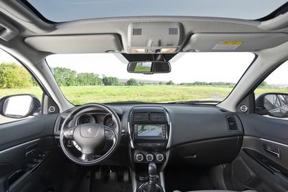 Peugeot 4008 B Innenansicht statisch Vordersitze und Armaturenbrett